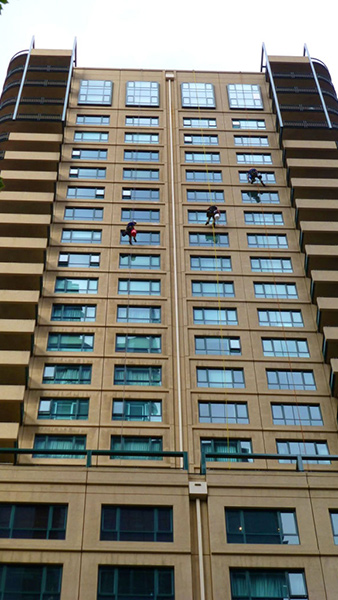 Residential high rise window cleaning in the Melbourne CBD